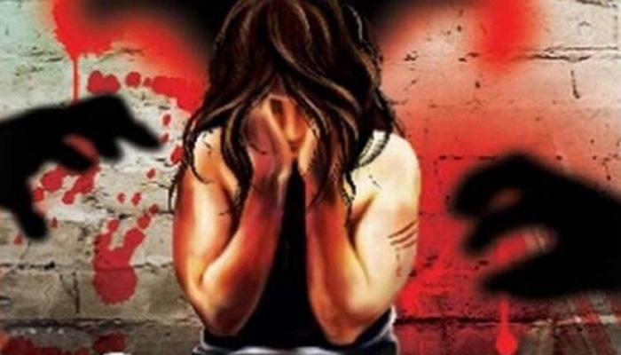 अश्लील फोटो व्हायरल करण्याची धमकी देत पोलीस महिलेवर बलात्कार